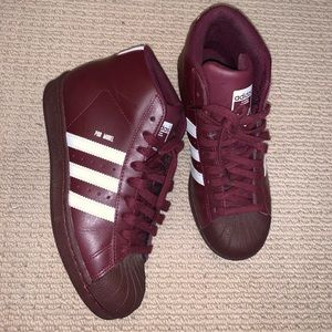 Adidas high top sneakers! Size 5 in mens!